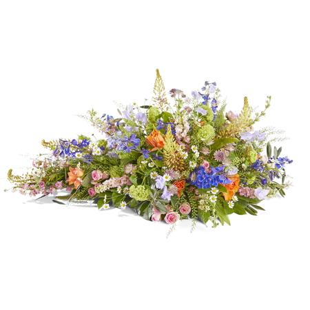 Kijk uit over een stil landschap met de combinatie van deze bloemen in zachte pasteltinten.